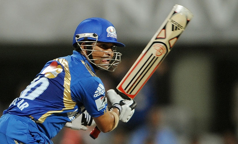 RESTRICTED TO EDITORIAL USE. MOBILE USE WITHIN NEWS PACKAGE Mumbai Indians captain Sachin Tendulkar plays a shot during the IPL Twenty20 cricket match between Pune Warriors and Mumbai Indians at The D.Y. Patil Cricket stadium in the outskirts of Mumbai on May 4, 2011. AFP PHOTO/Punit PARANJPE / AFP PHOTO / PUNIT PARANJPE