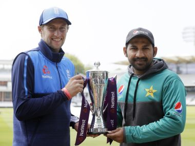 England captain Joe Root (L) and Pakistan skipper Sarfraz Ahmed pose with the trophy ahead of the 1st Test at Lord's. AP