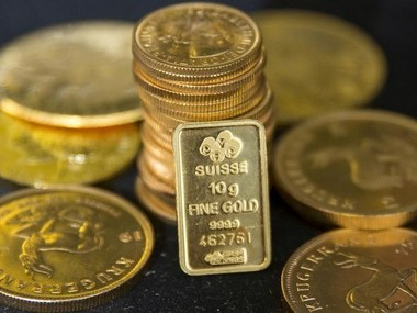 Gold prices sink to sixmonth low as investors sell holdings in physical market dollar climbs