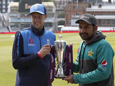 England's captain Joe Root (L) and Pakistan's captain Sarfraz Ahmed pose with the trophy during a practice session at Lord's Cricket Ground in London on May 23, 2018, on the eve of the first Test match between England and Pakistan. / AFP PHOTO / Adrian DENNIS