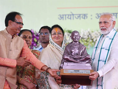 Swachh Bharat rankings Narendra Modi hands over award for cleanest city to Indore says it inspires rest of India