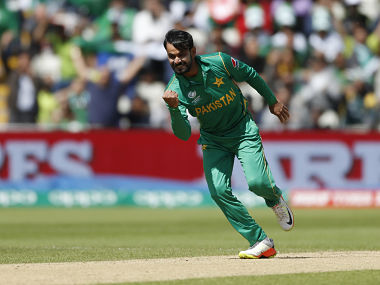 Britain Cricket - Pakistan v South Africa - 2017 ICC Champions Trophy Group B - Edgbaston - June 7, 2017 Pakistan's Mohammad Hafeez celebrates taking the wicket of South Africa's Quinton de Kock (not pictured) Action Images via Reuters / Andrew Boyers Livepic EDITORIAL USE ONLY. - 14803370