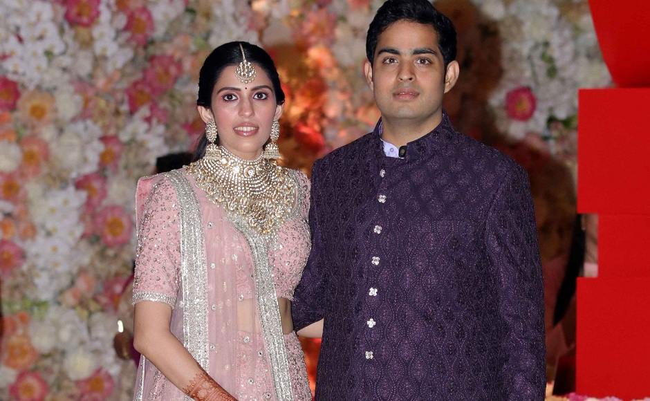 Akash Ambani and Shloka Mehta put out video of wedding invitation offered to the deity at Siddhivinayak Temple
