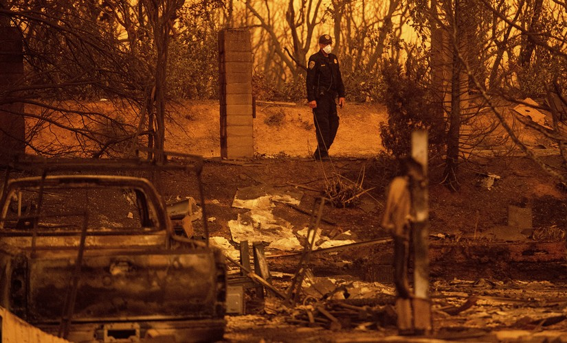 Uncontrollable wildfires in California destroy 500 structures leaves 37000 homeless two firemen killed