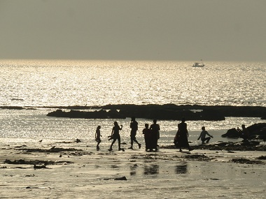 Juhu beach drowning Body of fourth victim washes ashore Mumbai Police sends it for autopsy