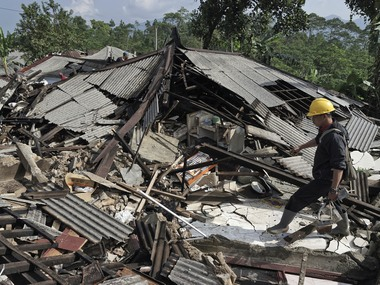 Indonesia earthquake Major 74 magnitude tremor strikes near North Maluku coast authorities lift tsunami alert