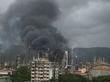 Fire at Bharat Petroleum refinery in Mumbais Chembur leaves 1 critical injures 45 locals felt tremors from blast