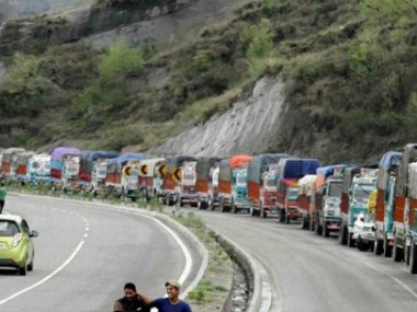 JammuSrinagar National Highway remains closed for third day 1700 vehicles stranded due to landslides in Ramban district