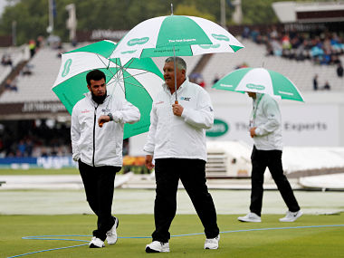 Cricket - England v India - Second Test - Lord's, London, Britain - August 9, 2018 Umpires on the pitch during a rain delay Action Images via Reuters/Paul Childs - RC1CF958D4E0