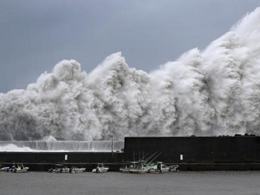Strongest typhoon in 25 years Jebi hits western Japan Prime Minister Shinzo Abe urges people to evacuate early