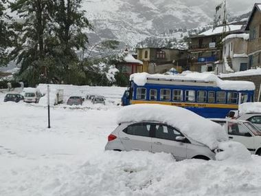 Around 300 people stranded due to heavy snowfall in Himachal Pradeshs Lahaul and Spiti district rescued
