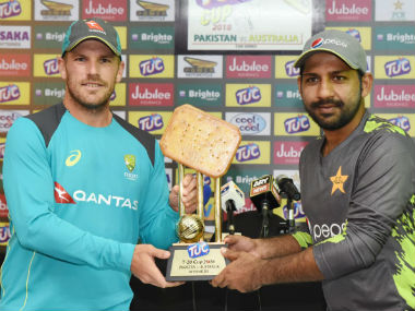 Australian captain Aaron Finch and his Pakistani counterpart Sarfraz Ahmed. Image credit: Twitter/@TheRealPCB