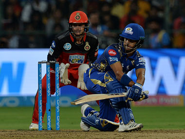 Royal Challengers Bangalore wicketkeeper Quinton De Kock (L) looks on as Mumbai Indians batsman JP Duminy plays a shot during the 2018 Indian Premier League (IPL) Twenty20 cricket match between Royal Challengers Bangalore and Mumbai Indians at The M. Chinnaswamy Stadium in Bangalore on May 1, 2018. - Mumbai Indians are chasing a target of 168 runs scored by Royal Challengers Bangalore with a loss of 7 wickets (Photo by Manjunath KIRAN / AFP) / ----IMAGE RESTRICTED TO EDITORIAL USE - STRICTLY NO COMMERCIAL USE----- / GETTYOUT