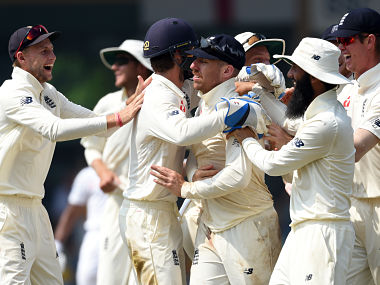 England's Jack Leach (C) celebrates with teammates after dismissing Sri Lanka's Kusal Mendis during the third day of the third Test cricket match between Sri Lanka and England at the Sinhalese Sports Club (SSC) international cricket stadium in Colombo on November 26, 2018. (Photo by ISHARA S. KODIKARA / AFP)