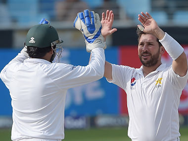 Pakistani spinner Yasir Shah (R) celebrates with captain Sarfraz Ahmed after the dismissal of New Zealand batsman Jeet Raval during the third day of the second Test cricket match between Pakistan and New Zealand at the Dubai International Stadium in Dubai on November 26, 2018. (Photo by AAMIR QURESHI / AFP)