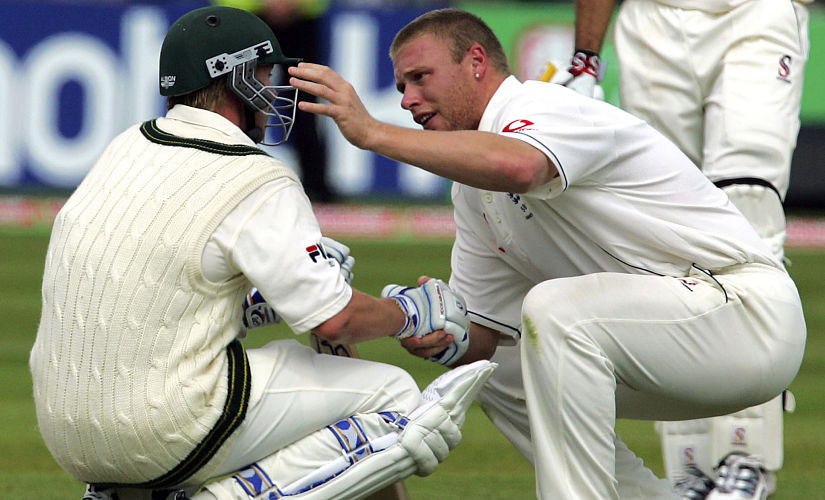 Englands Andrew Flintoff (R) consoles Australian Brett Lee after England beat Australia by just two runs to win the Second Test at Edgbaston cricket ground in Birmingham 07 August 2005. The Series is now drawn at 1-1 and resumes on 11 August at Old Trafford in Manchester. AFP PHOTO/ALESSANDRO ABBONIZIO (Photo by ALESSANDRO ABBONIZIO / AFP)