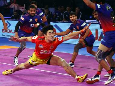 Pro Kabaddi League 2018 Gujarat Fortunegiants down Dabang Delhi UP Bengal Warriors play out thrilling tie