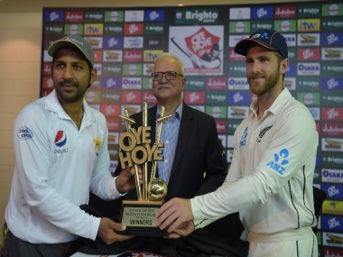 Sarfraz Ahmed and Kane Williamson, captain of Pakistan and New Zealand respectively, pose with the series trophy. AFP