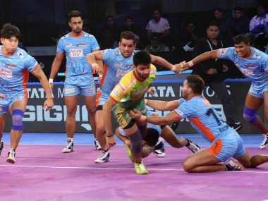 Pro Kabaddi League 2018 Bengal Warriors thrash Patna Pirates to qualify for playoffs UP Yoddha edge U Mumba to stay alive