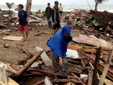 Toll in Indonesia tsunami rises to 62 undersea landslide after volcanic eruption full moon triggered wave