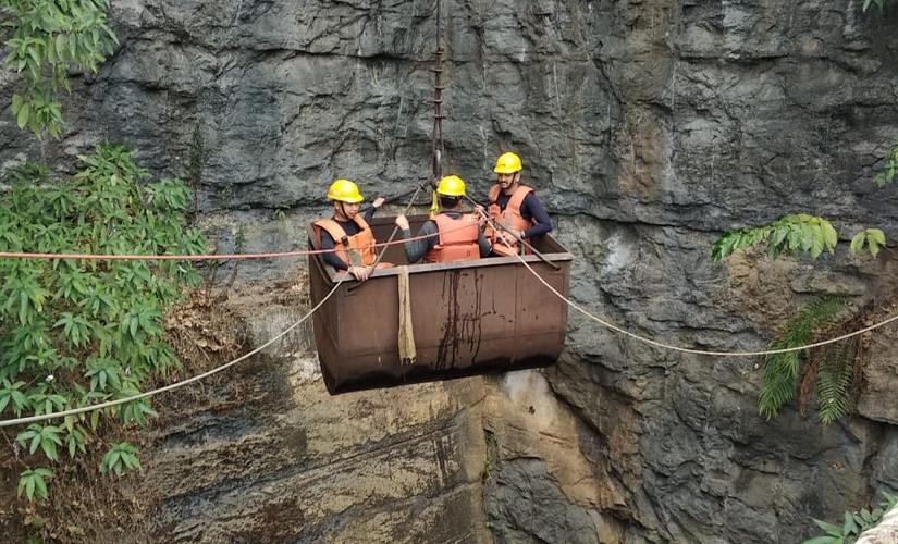 Meghalaya coal mine mishap No headway in rescue of 17 trapped miners families lose hope of seeing them alive