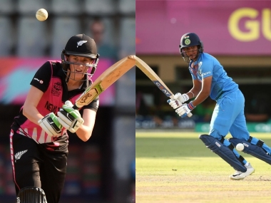 File image of New Zealand skipper Amy Satterthwaite (L) and India captain Harmanpreet Kaur. AFP/ICC