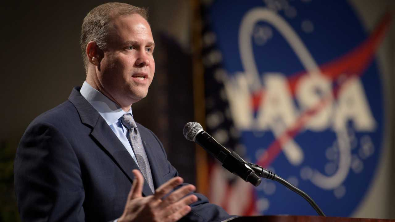 NASA faces delays in moon mission changes Head of Operation to meet Trumps 2024 Artemis deadline