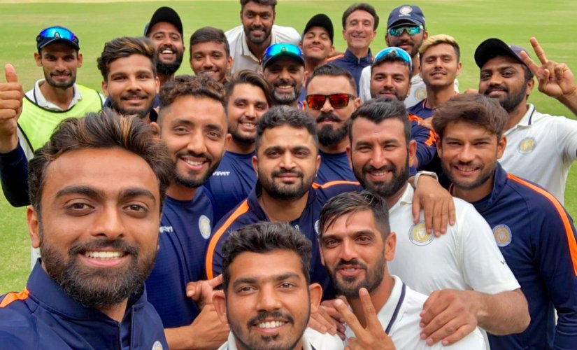 Members of Saurashtra pose for a post-match selfie. Image courtesy: Twitter : @JUnadkat