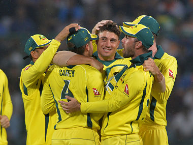 Australian bowler Marcus Stoinis (C) celebrates with his teammates after dismissing Indian cricketer Virat Kohli during the fifth one-day international (ODI) cricket match between India and Australia at the Feroz Shah Kotla Stadium in New Delhi on March 13, 2019. (Photo by Sajjad HUSSAIN / AFP) / ----IMAGE RESTRICTED TO EDITORIAL USE - STRICTLY NO COMMERCIAL USE-----