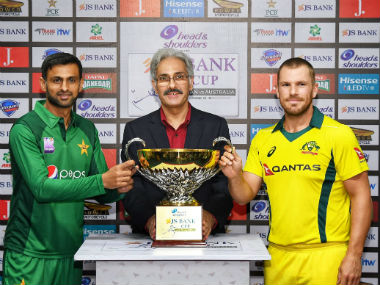 Captains Shoaib Malik and Aaron Finch pose with the series trophy. Image credit: Twitter/@TheRealPCB