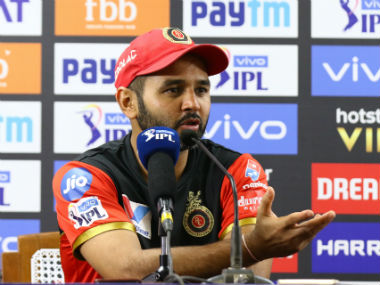 Parthiv Patel said RCB wanted Dhoni to hit the last ball towards the shorter off-side. Sportzpics