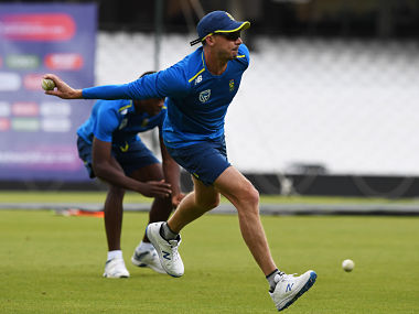 South Africa's Dale Steyn takes part in a training session ahead of their opening match of the ICC Cricket World Cup against England, at The Oval in London on May 28, 2019. (Photo by Dibyangshu SARKAR / AFP)