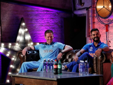 Virat Kohli (R) and Eoin Morgan during captain's media day ahead of Cricket World Cup. Reuters
