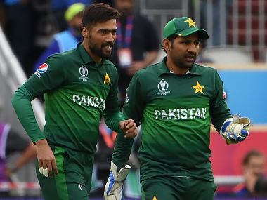 Pakistan's Mohammad Amir (L) celebrates with Pakistan's captain Sarfaraz Ahmed after his dismissal of India's captain Virat Kohli during the 2019 Cricket World Cup group stage match between India and Pakistan at Old Trafford in Manchester, northwest England, on June 16, 2019. (Photo by Paul ELLIS / AFP) / RESTRICTED TO EDITORIAL USE