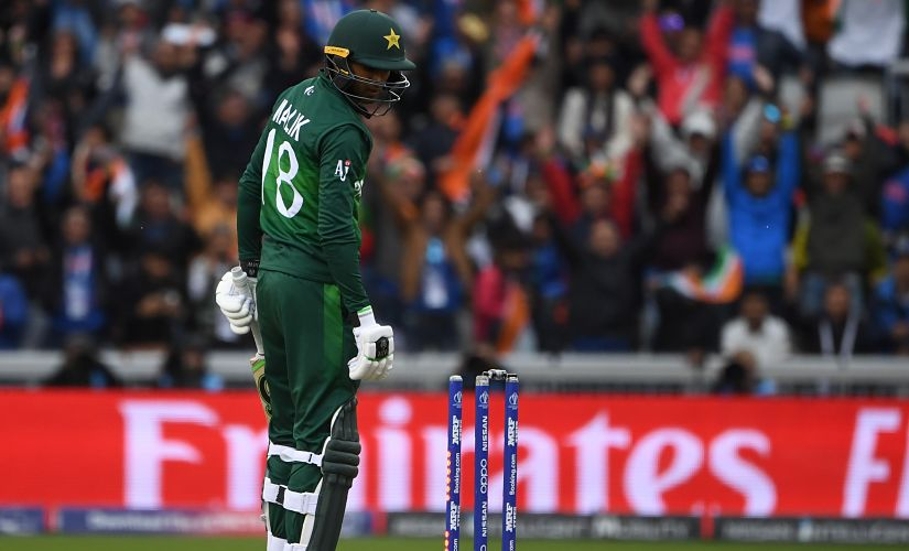 India's Hardik Pandya (L) celebrates after the dismissal of Pakistan's Shoaib Malik (R) during the 2019 Cricket World Cup group stage match between India and Pakistan at Old Trafford in Manchester, northwest England, on June 16, 2019. (Photo by Paul ELLIS / AFP) / RESTRICTED TO EDITORIAL USE