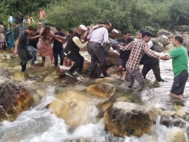 32 killed 28 injured in Himachals Kullu after bus falls in drain overloading negligent driving suspected cause of accident