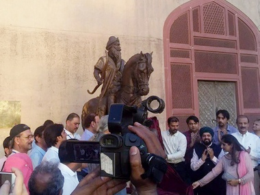 Lifesize sculpture of Maharaja Ranjit Singh unveiled at historic Lahore Fort days before his death anniversary