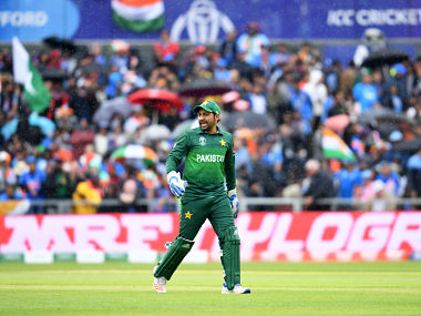 Pakistan's captain Sarfaraz Ahmed walks back to the pavilion as rain stops play during the 2019 Cricket World Cup group stage match between India and Pakistan at Old Trafford in Manchester, northwest England, on June 16, 2019. (Photo by Dibyangshu SARKAR / AFP) / RESTRICTED TO EDITORIAL USE