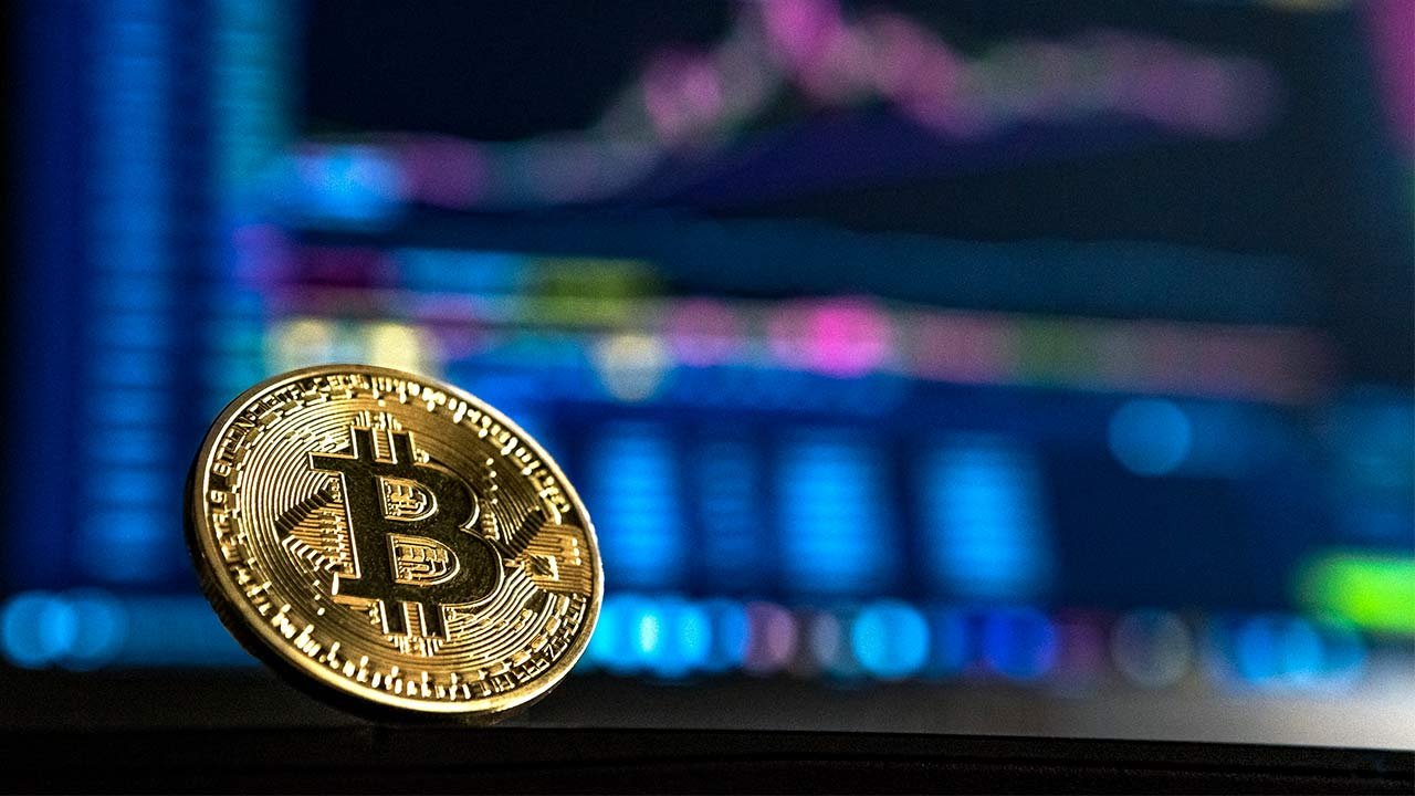 Bitcoin drops 8 percent in value analysts attribute loss to technical trading in thin liquidity