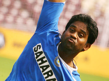 Indian cricketer Venugopal Rao delivers the ball in the nets during a training session on the eve of the third One-Day International match between India and England at the Jawharlal Nehru stadium at Madgaon in Goa, 02 April 2006. India hold a 2-0 lead over England in the seven-match series. AFP PHOTO/Christophe ARCHAMBAULT (Photo by CHRISTOPHE ARCHAMBAULT / AFP)