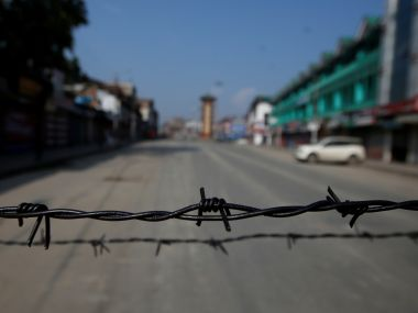 Daytime curfew relaxation continues across Kashmir students stay away despite administrations order to reopen schools