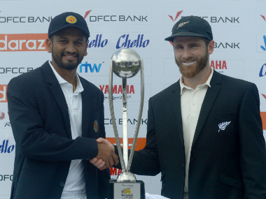 Sri Lanka captain Dimuth Karunaratne with his New Zealand counterpart Kane Williamson with the series trophy. AFP