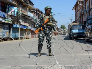Kashmir situation day 53 Normal life remains at standstill in Srinagar other districts despite administrations efforts to normalise situation