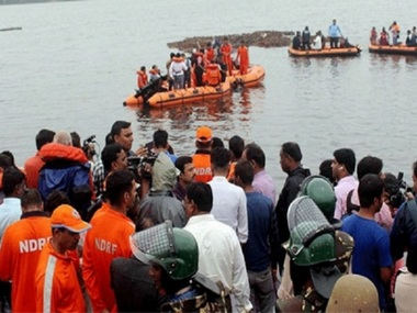 Tourist boat capsizes in Godavari river in Andhra Pradesh several feared drowned over ten rescued say police