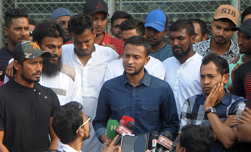 Bangladesh national cricket team captain Shakib Al Hasan (C) speaks with journalist next to teammate Mushfiqur Rahim (R) at the Sher-e-Bangla National Stadium, in Dhaka on October 21, 2019. - Bangladesh cricketers including the members of the Bangladesh national squad called an unprecedented strike on October 21 demanding sweeping pay hike, effectively putting the team's next month's tour of India in jeopardy. (Photo by STR / AFP)