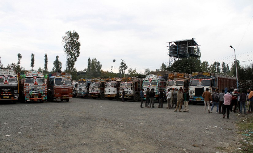 Kashmir migrants attacks Out of state apple truckers finding shops closed and movement restricted face up to new reality in Valley