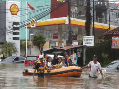 Indonesian capital floods on New Years day due to heavy rains 16 killed thousands displaced in Jakarta landslides reported in Bogor Depok