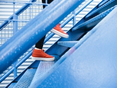 5 benefits you can reap from climbing stairs every day