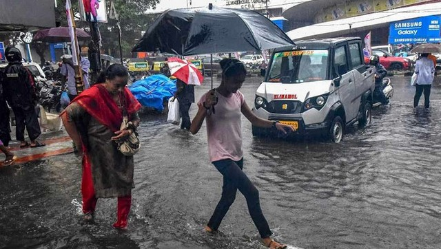 Southwest Monsoon sets in over Kerala says India Meteorological Department heavy rainfall warning issued for nine districts in state