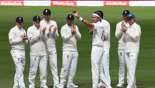 Stuart Broad applauded by his teammates as he raises the ball after becoming only the 7th bowler in Test history to bag 500 wickets. AP